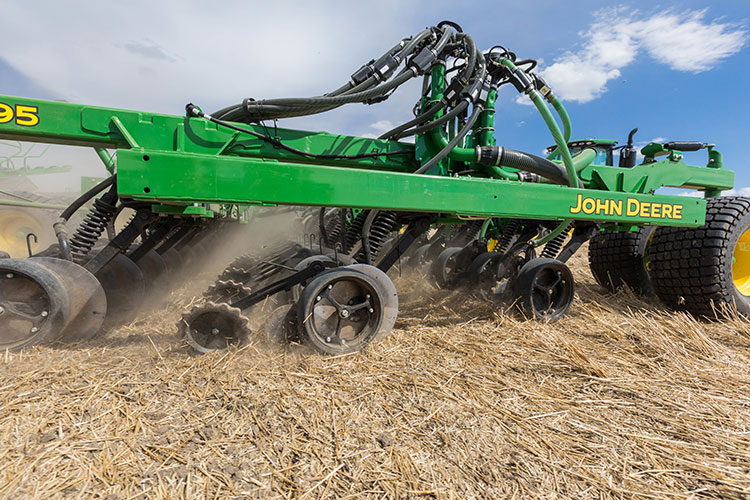 The 1895 Is Built On A Heavy Duty Tool Bar For Years Of Reliable Operation Under Tough Field Conditions